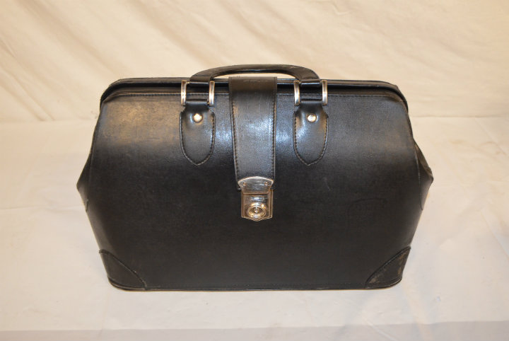 Period leather doctors bag 2