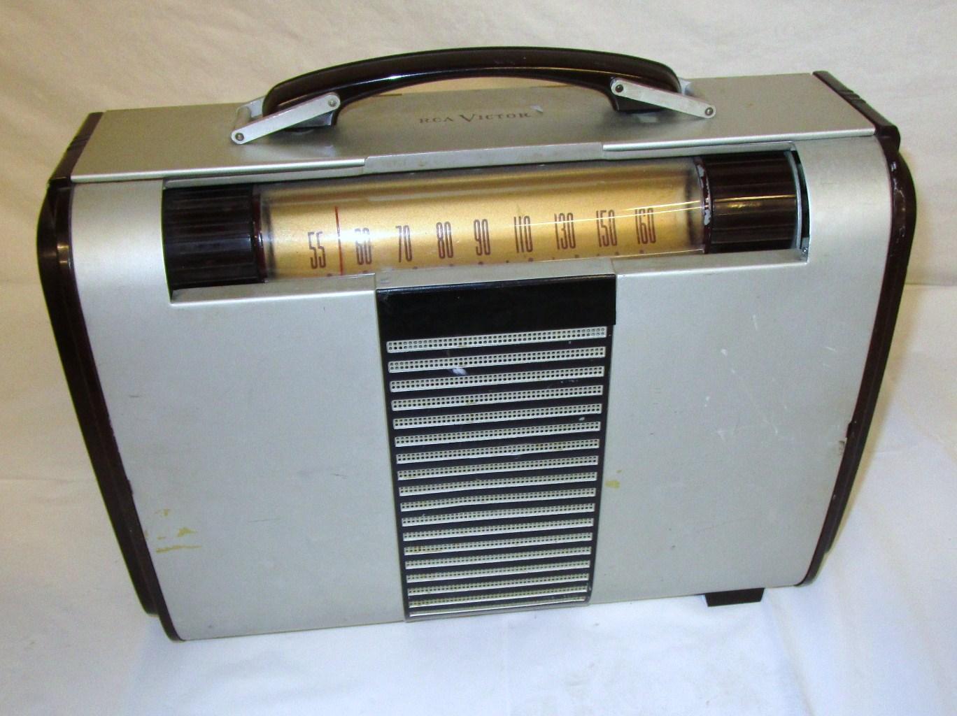 Period transistor radio