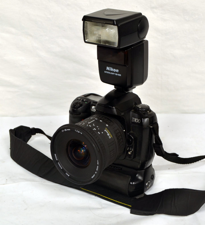 Nikon DSLR with working flash