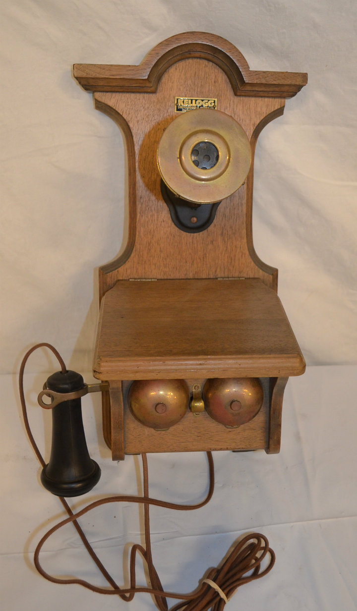 Period wall phone (kellogg)