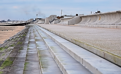 dymchurch sea wall 2012.png