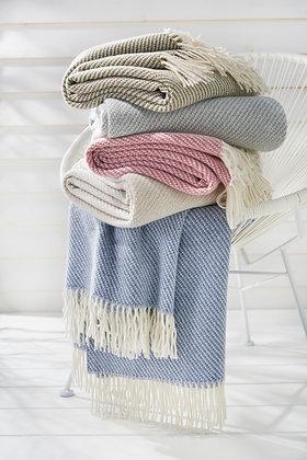 Wolldecke aus Lambswolle mit Fransen