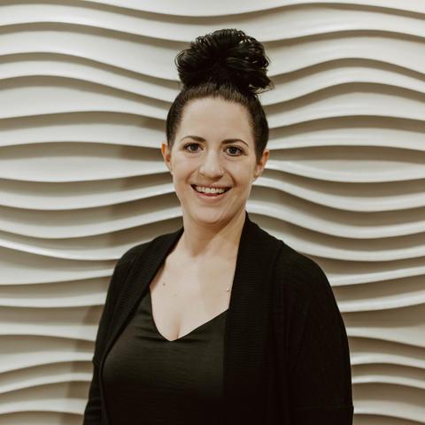 Lindsey Lanahan • Cosmetologist