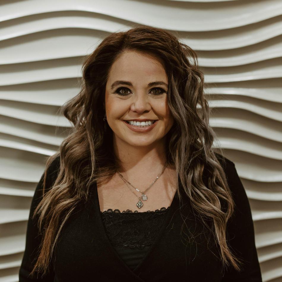 Lisa Gransbery • Cosmetologist