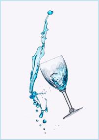 Verre liquide bleu.jpg