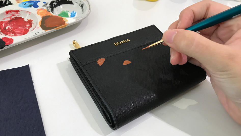 Painting curry puffs on wallets