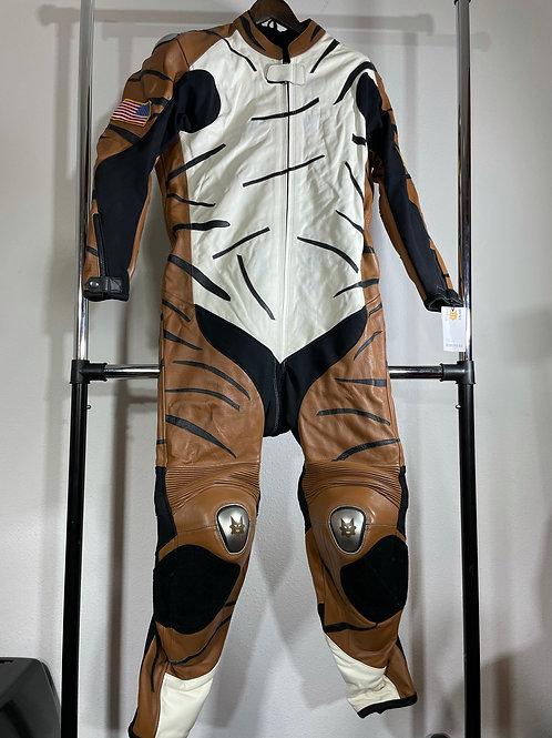 2019 BROWN TIGER SUIT (Set Boots/Gloves) (Large)