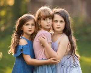 Taylor-scarlett-and-sophia-models-close-