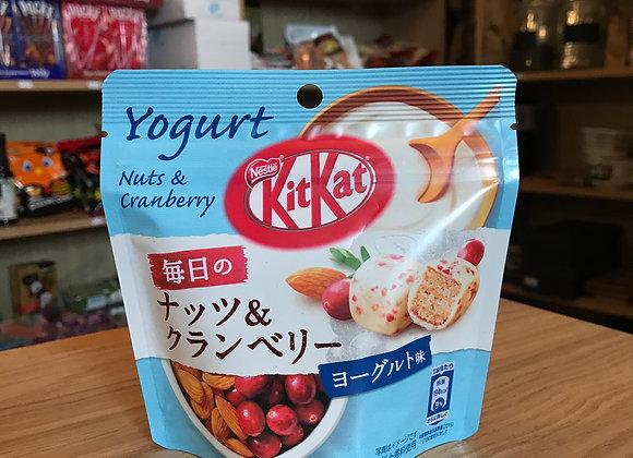 Kit Kat Nuts&Cranberry Yaourt