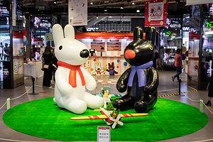 台灣首度曝光、高達200多公分的麗莎和卡斯柏玩偶 在派對入口迎接各位好朋友們的到