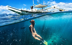 Diving-girl-underwater-boat-sea_1920x120