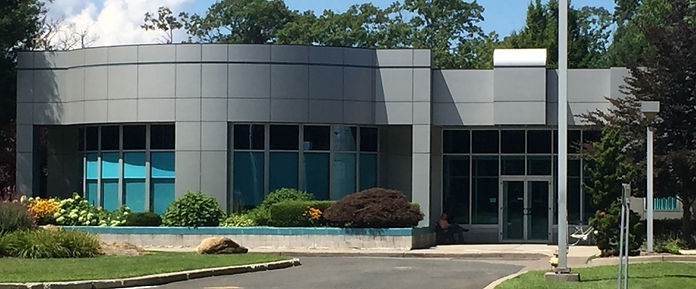 outdoor view of StorEn Technologies grey office building