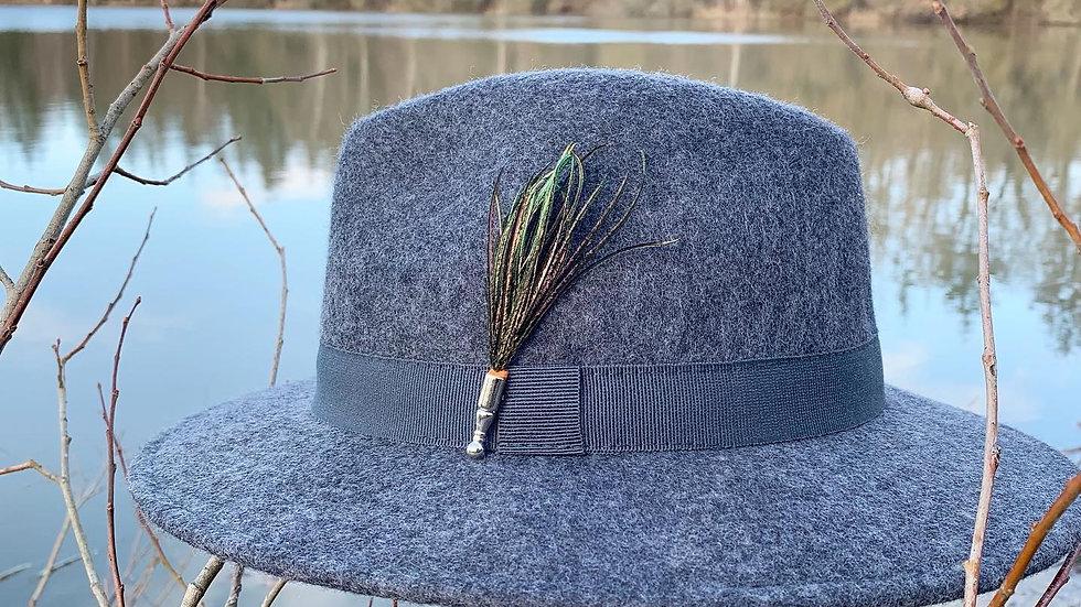 Pack «Chapeau gris + broche au choix»