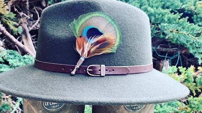 Pack «Chapeau kaki + broche au choix»