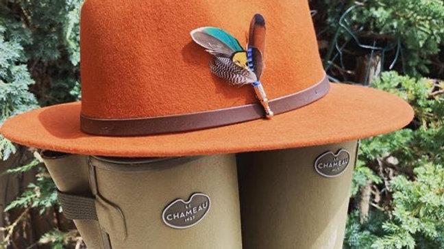 Pack «Chapeau orange fluo+ broche au choix»