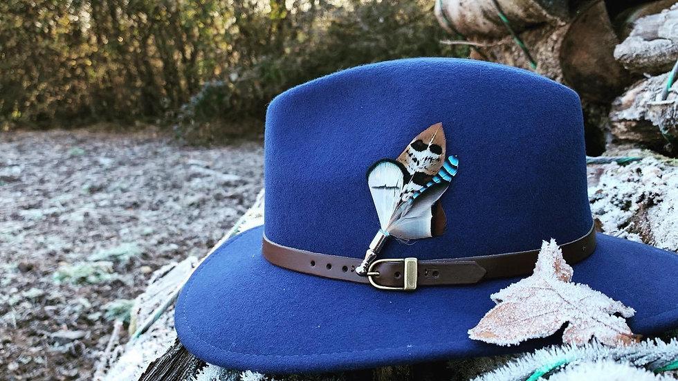 Pack «Chapeau Bleu Roi + Broche»