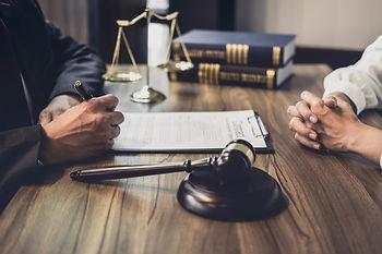 Services spécialisés et juridiques