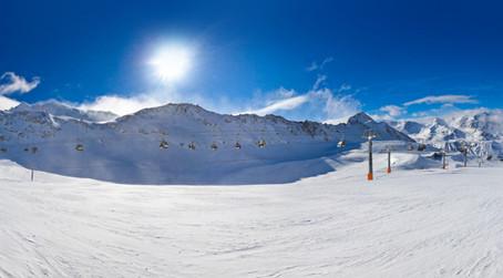 Skiurlaub in Tirol: Pistenspaß, Hüttengaudi und stille Wälder