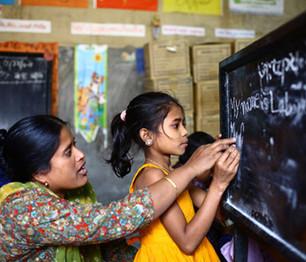 Expertos debaten en Ginebra en torno al derecho a la educación de las mujeres y de las niñas