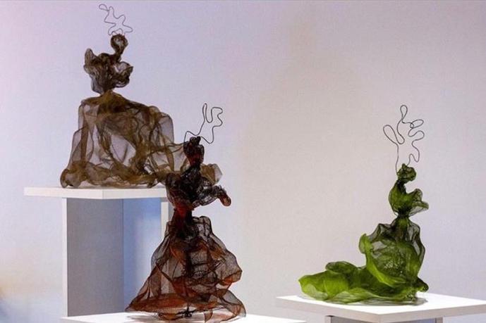 'Kadın No.1-2-3', üç ayrı heykel 2020 Paslanmaz tel