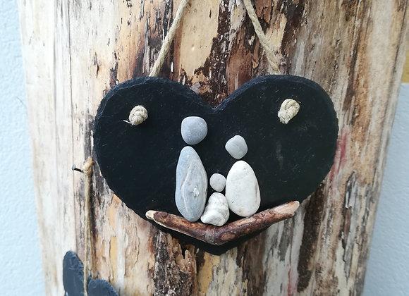 Stein auf Stein - Schiefer, Stoneart Türschild in Herzform für eine dreiköpfige Familie