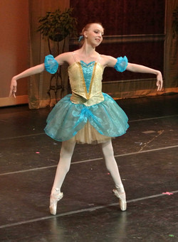perfect pose of wide stance pointe
