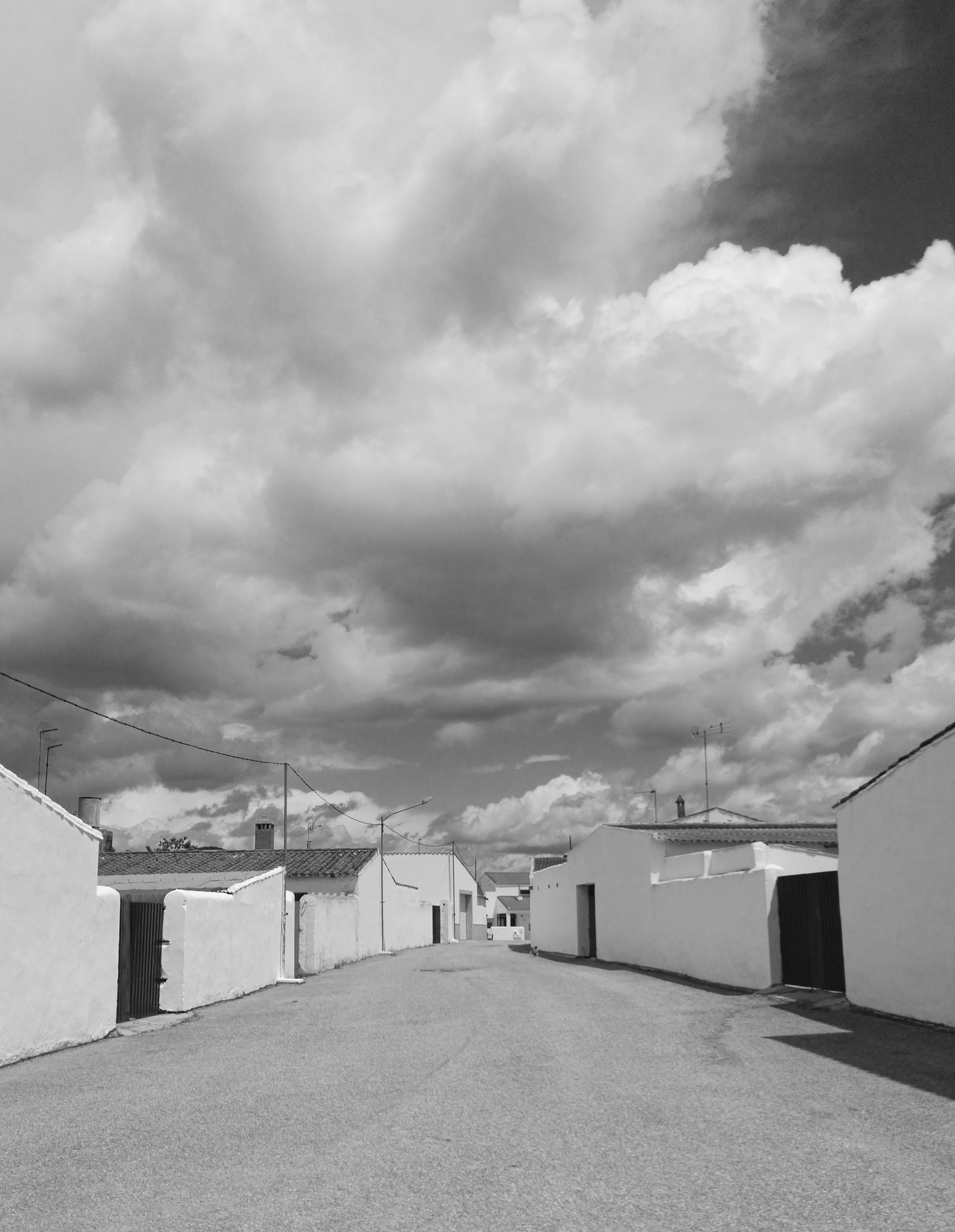 Calles elásticas. Urbanismo organicista. Pueblos de Colonización, Extremadura