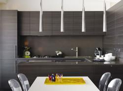 Cocina moderna color pizarra