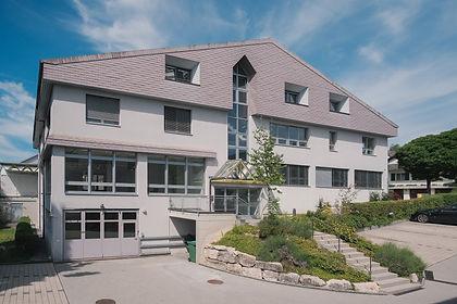 Gewerbehaus von Garage-Einfahrt EAS 1&3.jpg