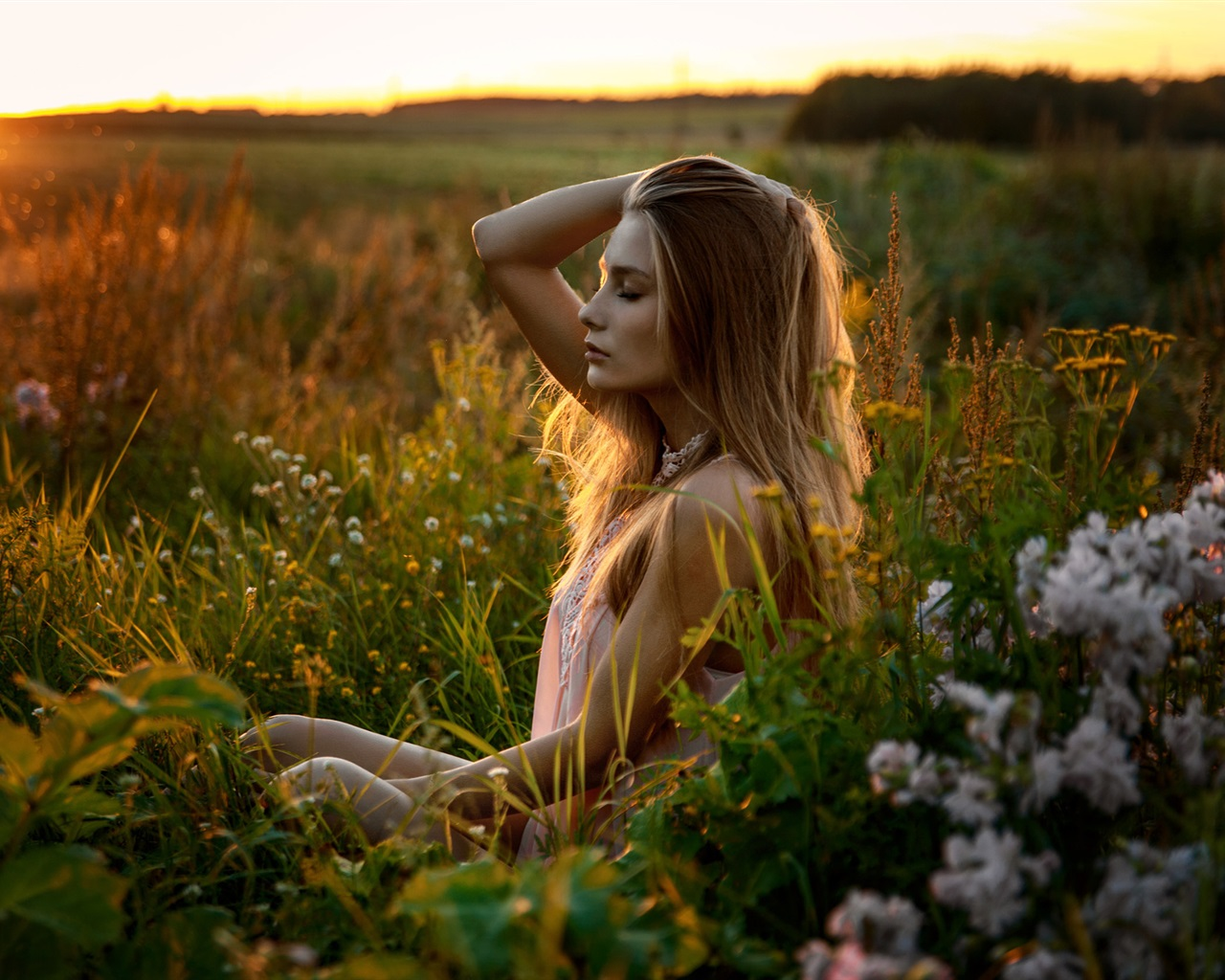 Blonde-girl-feeling-the-nature-fresh-air