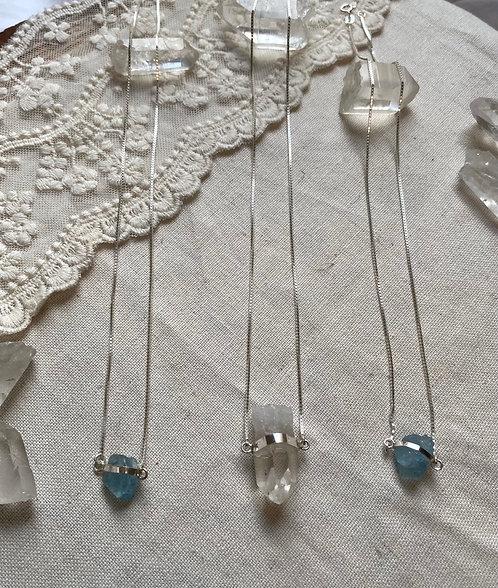 Colar Curto de Prata com Ponta de Cristal Natural