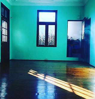 home_yoga_01.jpg