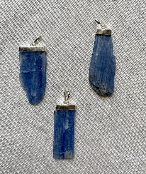 Pingente de Cianita Azul na Prata