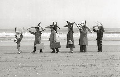 Pastoe stoelen op het strand.JPG