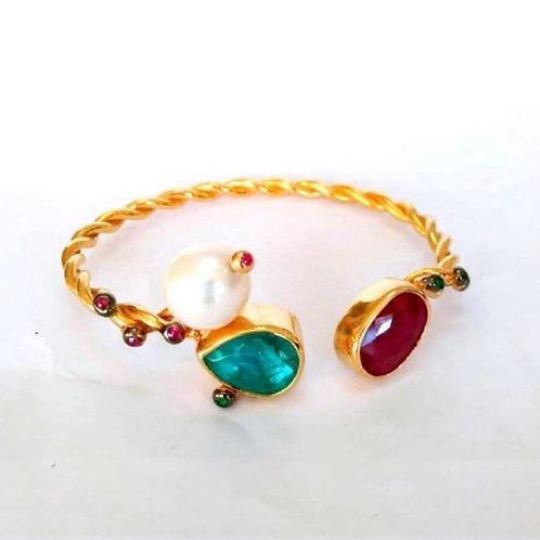 Parivahan Green Quartz, Pearl and Garnet Bracelet