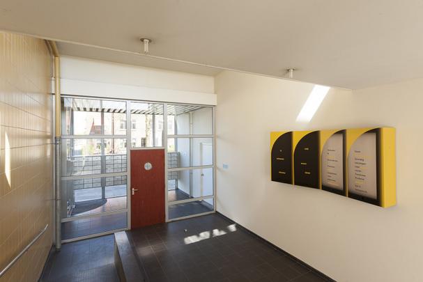Portiekdecoratie Wielewaalflat te vinden op 'Staat in Groningen'