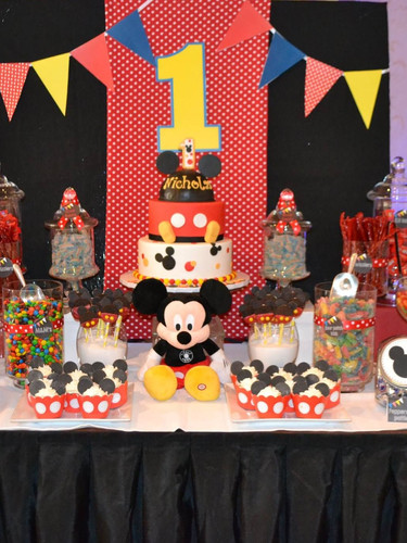 candy table mickey.jpg