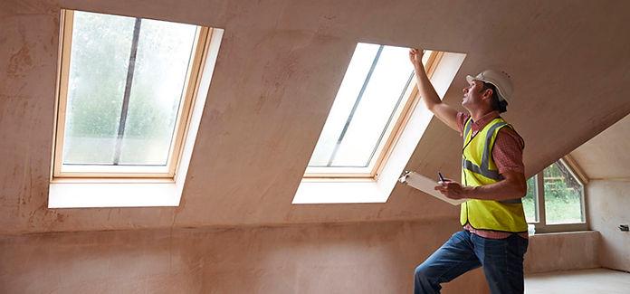 43055560_surveyor-looking-a-windows-insi