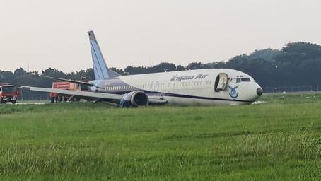 Un 737 de Trigana Air con fallo de motor salió de la pista y perdió tren de aterrizaje