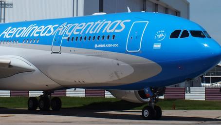 Sindicato de tripulantes de Aerolíneas Argentinas no ve suficiente el aumento del 25% del salario