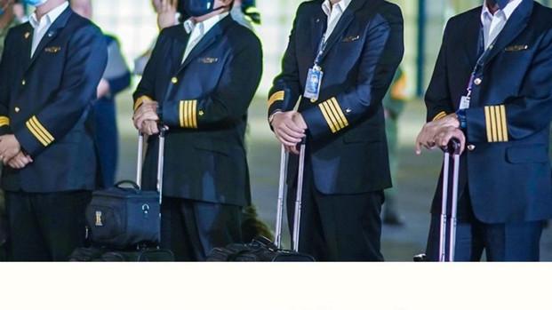 Pilotos mexicanos se unieron en campaña contra los recortes de salarios