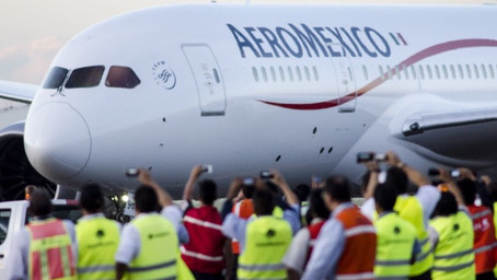 Más problemas para Aeroméxico: Posible huelga y pérdida de su financiamiento