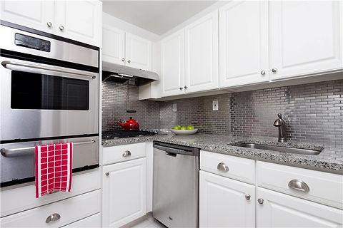 Julie Schuster Design Studio - Staged For Sale: Sleek Contemporary - Kitchen