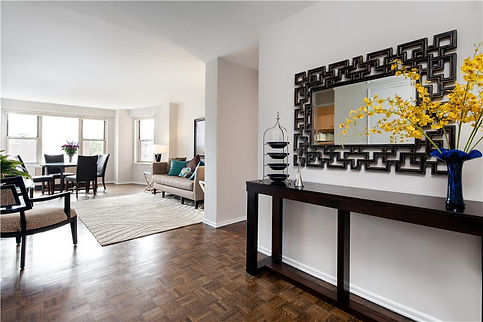 Julie Schuster Design Studio - Staged For Sale: Sleek Contemporary - Foyer