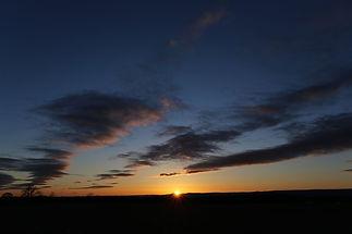 backlit-beach-clouds-279410.jpg