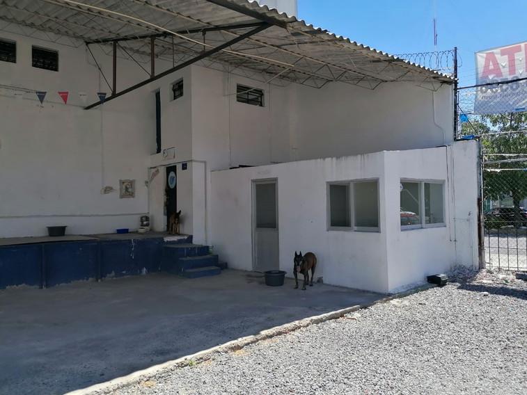 Vista exterior 02 Oficinas, Ba§os y Cuarto Velador.jpeg