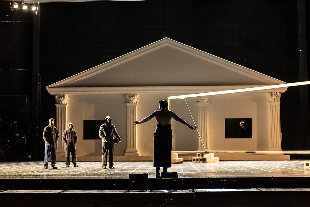 第一幕、第一場面、カンピドリオの舞台セット ©2021 ROH, Photograph by Clive Barda