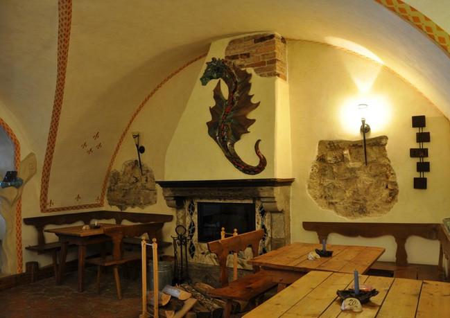 Burg Plankenstein-Taverne.jpg