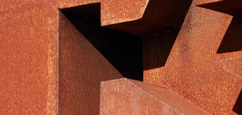 素朴な金属構造