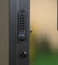 【旭川 ボタン錠】間仕切りドア、キーレックス新規取付をしました。